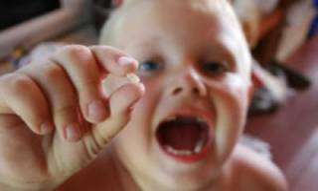 Куда нужно девать молочные зубы ребенка