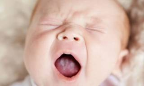 Белый налет на языке у ребенка 1 год причины